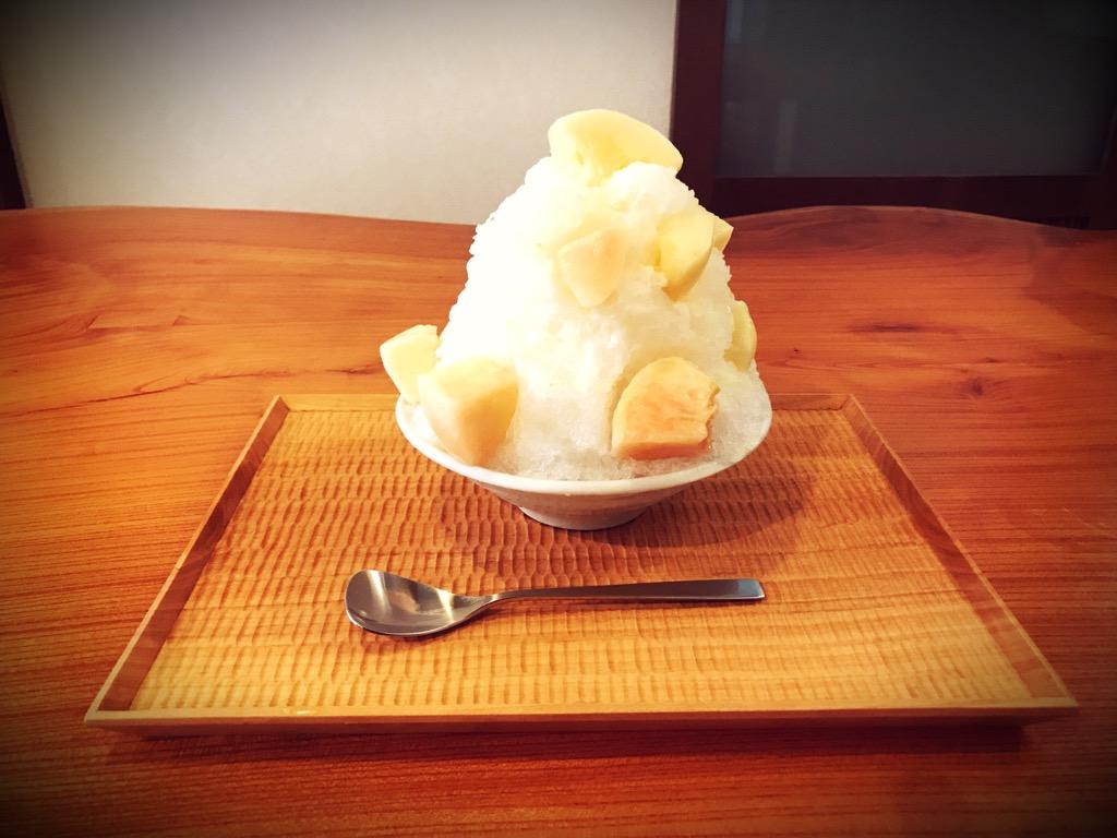 「氷茶屋 百笑」生桃