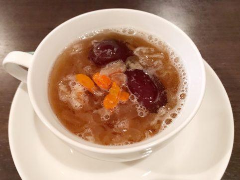 台湾料理「銭記」 白きくらげの薬膳スープ