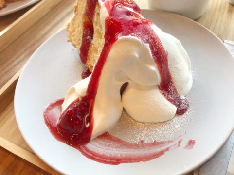 シフォンケーキ「1」 いちごソース