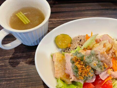 食堂ヤポネシア カオマンガイ定食
